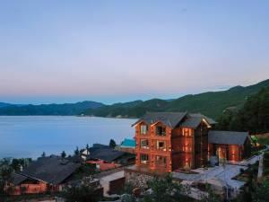 泸沽湖杉里云端湖景度假民宿图片