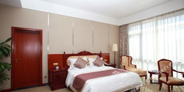 酒店地处风景秀美的平谷丫髻山风景区 可加购金海湖门票