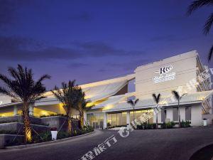爆款!住三亚华宇亚龙湾迎宾馆,包含双份海底海蓝餐厅自助早餐,享超大儿童俱乐部,毗邻百花谷小镇风情商业街!