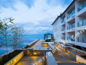 씨릴리 얼하이 페닌슐라 허니문 부타크 호텔(Sealily Erhai Peninsula Honeymoon Boutique Hotel)