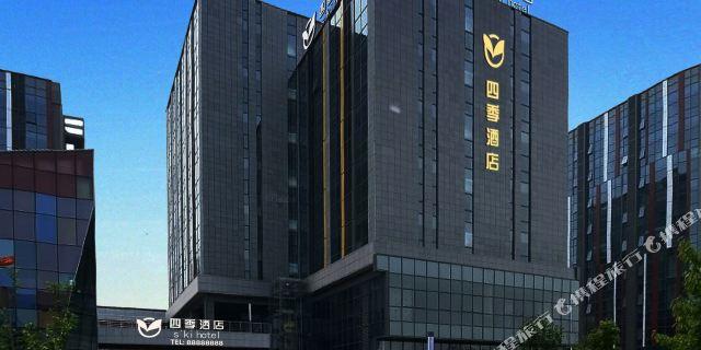 位于青岛流亭国际机场的中心位置,举步可至空港候机厅.