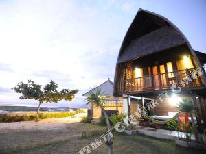 Yogi Beach Bungalow Restaurant Lembongan