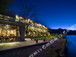 Lugu Lake Xiaoya Luming Light Luxury Resort