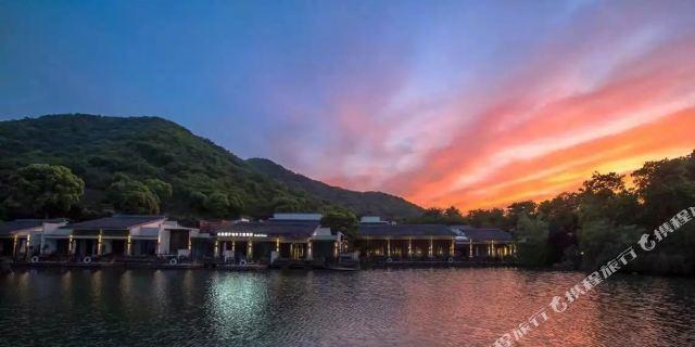 杭州水墨蓉庄艺术主题酒店1晚 可加购超山风景区门票·隔绝尘俗,坐山