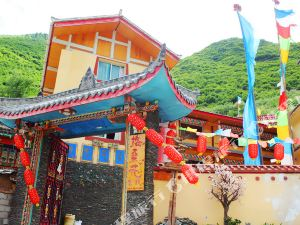 Galsang Flower Tibetan Culture Theme Inn