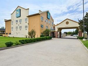 Quality Inn & Suites Baylor Stadium North
