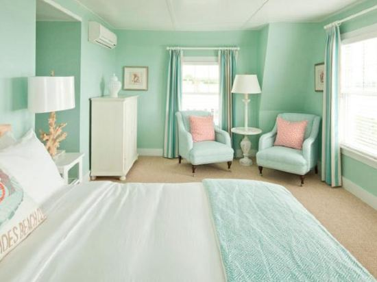 What colors go with seafoam green