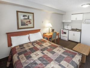 Econolodge Inn and Suites