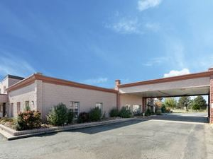 Econo Lodge Inn and Suites Paragould