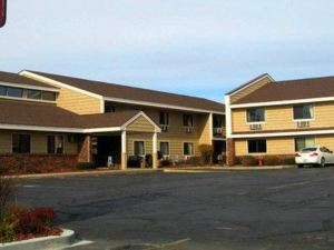 AmericInn West Bend