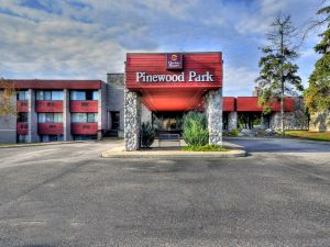 Ramada Pinewood Park Resort North Bay