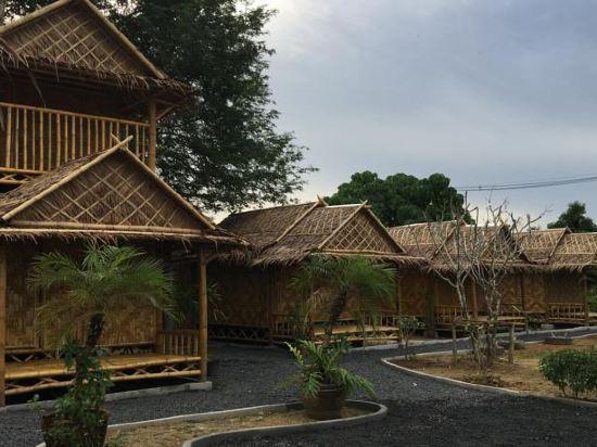 他朗竹制简易别墅旅馆(bamboo bungalow thalang)