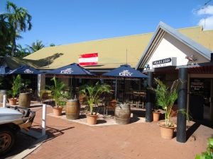 Roebuck Bay Backpackers and Party Bar