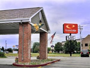 Econo Lodge Inn and Suites Green Bay