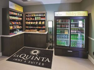 La Quinta Inn & Suites Columbus - Edinburgh