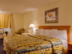 Econo Lodge Inn and Suites Clinton