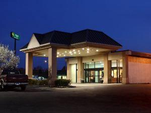 퀄리티 인 앤 컨퍼런스 센터 (Quality Inn and Conference Center)