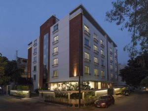 Eastin Residence Apartment Hotel