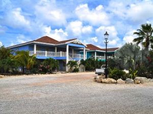 Ocean Breeze Bonaire Studios, Apartments and Villas