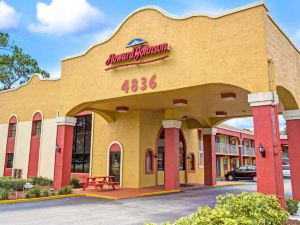 Howard Johnson Express Inn & Suites Lakefront Park Kissimmee
