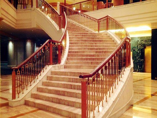欧式酒店楼梯水池