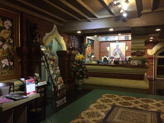 总体来说,这家酒店装修很有泰国风情,入住率不高,环境也挺安静的,适合