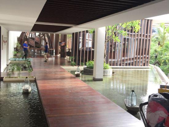 巴厘岛金色郁金香晶晶酒店