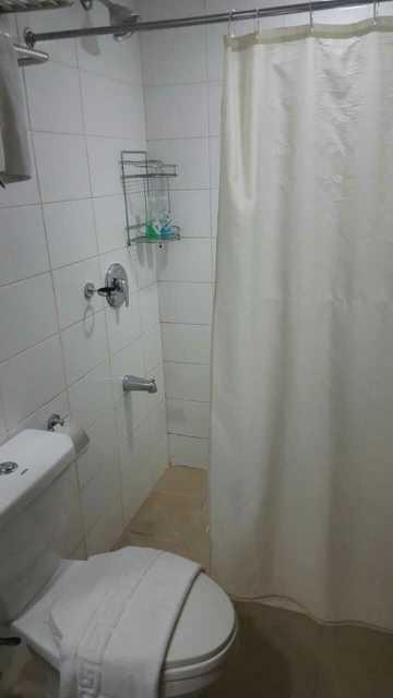 厕所马桶旁的水管子自己会动