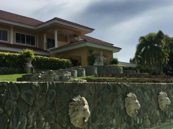 薄荷岛孔雀园酒店(the peacock garden bohol)