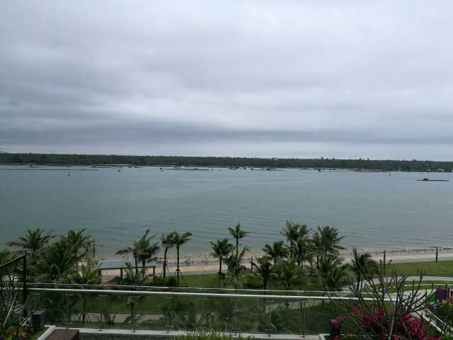 靠海边沙滩,有室外大游泳池,适合亲子,情侣以及一家人出游休闲,海景房