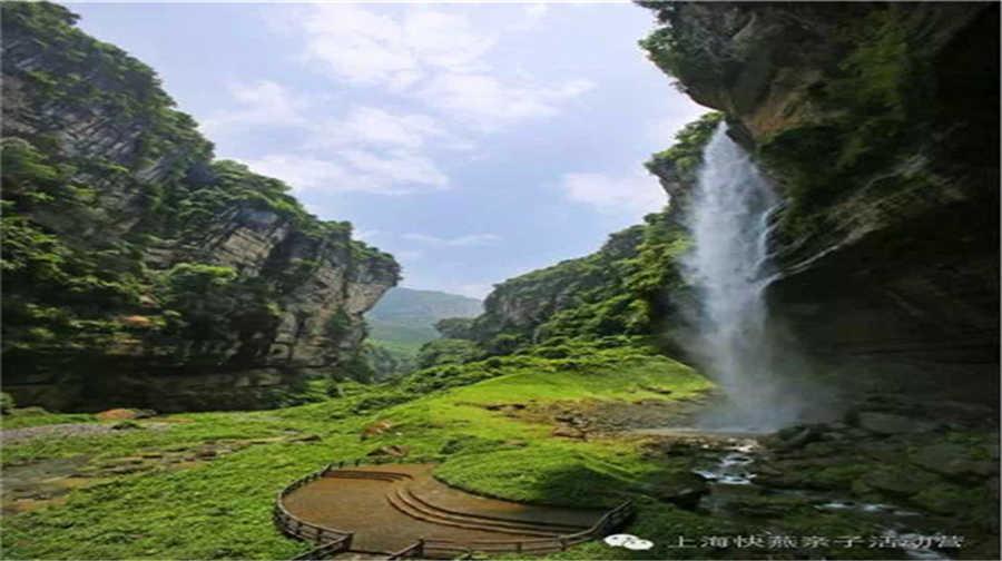 大小龙门,洞群,暗河,地缝,独峰,象鼻山,清江河画廊等组成,在这其中,洞