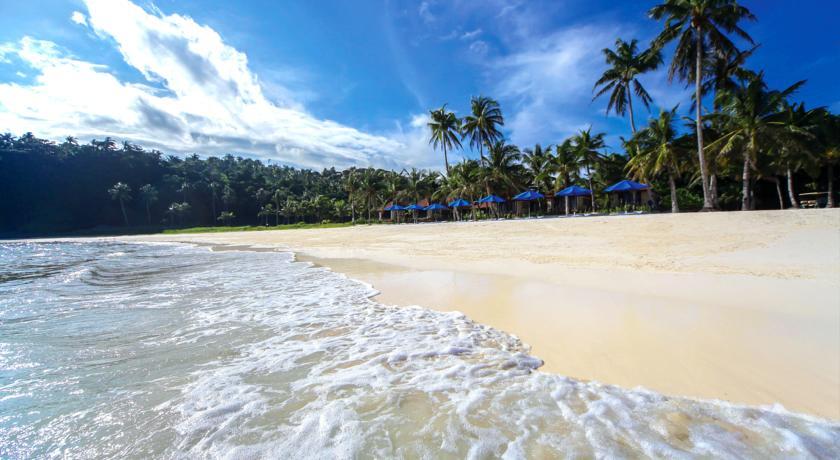 长滩岛海滩边的度假村,餐馆,酒吧和观光设施星罗棋布,刺激的水上活动