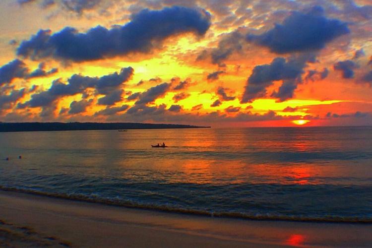 印度尼西亚巴厘岛6日4晚跟团游·国五海边酒店 独栋泳池别墅,蜜月私家