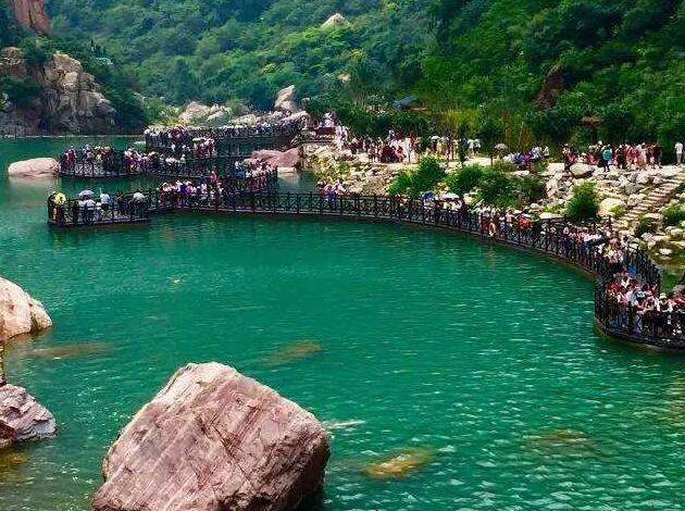 宝泉风景区是国家4a级景区,位于两省(河南,山西)三县(辉县,修武,陵川