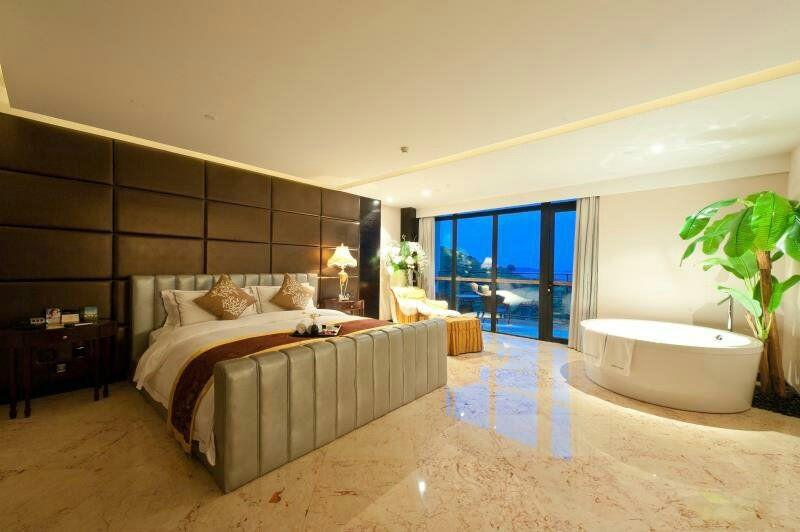 溧阳涵田度假村酒店位于天目湖风景区的私密半岛上,居于天目湖畔