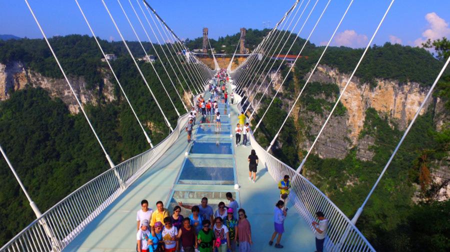 凤凰5日4晚跟团游(4钻)·『玻璃桥 玻璃栈道 泛泛沱江之舟』车载超市