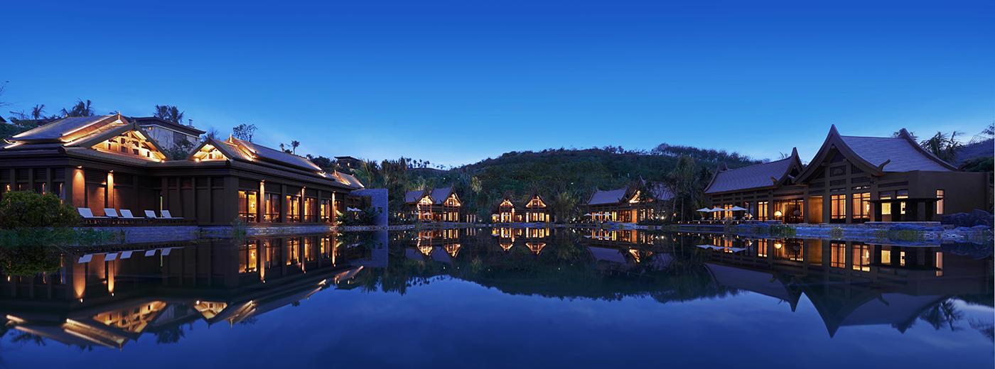 客房建筑同样设计有精巧的傣族元素,户户拥有私家院落,独享泳池,开阔