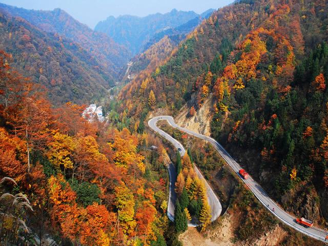 风景区由桃园,大坝,十八潭,神门洞,小巫峡等几大片区组成.