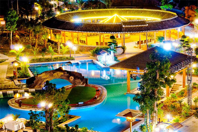叶园温泉度假酒店的热水占地面积约3000平方米,有38处泉眼,水温图片