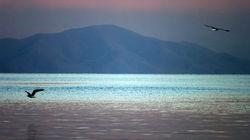 黄昏的塞凡湖风景如画