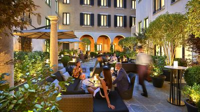Mandarin Bar邀您在戶外庭院享受美妙的晚餐時光