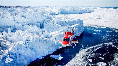 直升机俯瞰冰川