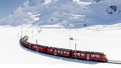 行驶在阿尔卑斯雪景之中