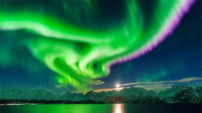 世界最佳极光观赏地 捕捉炫彩极光奇景