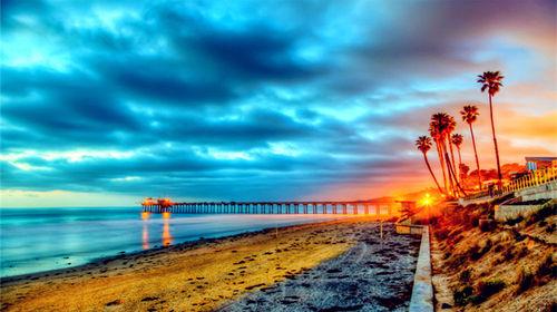 拉古纳海滩完美日出时分