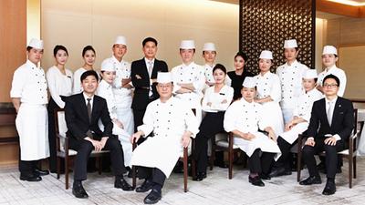 米其林餐厅主厨携全体厨师员工欢迎您