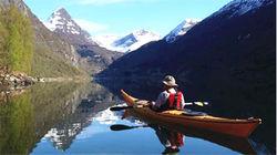 乘坐皮划艇游览美丽的峡湾