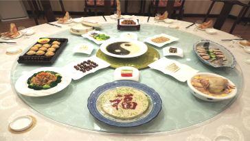 【品泰山牛肉听山东快书】泰山道菜特色宴游豆腐牛蛙和鱼做一文化图片
