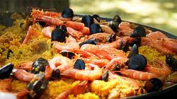 亲手烹饪海鲜饭