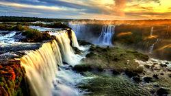 夕阳下的伊瓜苏瀑布